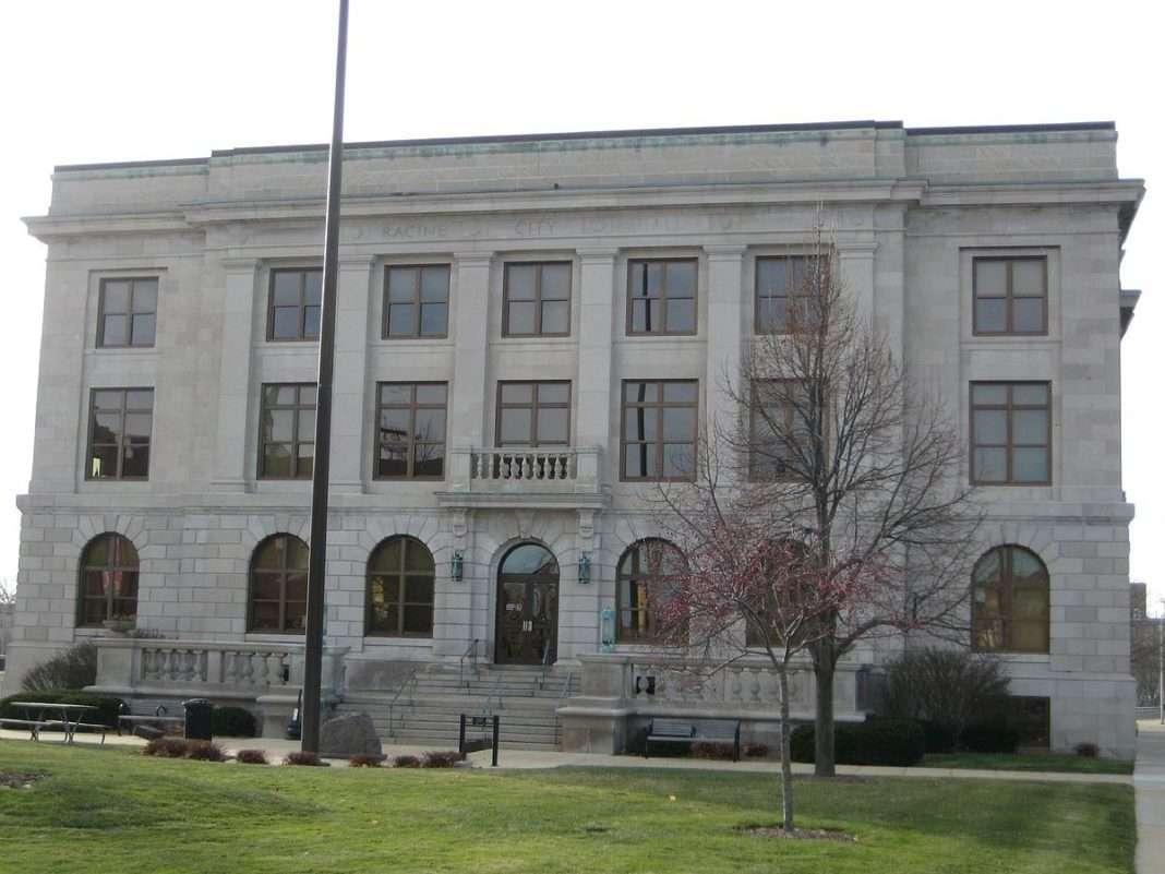 Racine City Hall. Photo Credit: Richie Diesterheft (CC-BY-2.0) https://goo.gl/RMufE3