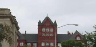 University of Wisconsin-Madison Science Hall. Photo by WikiMedia user Hakkun
